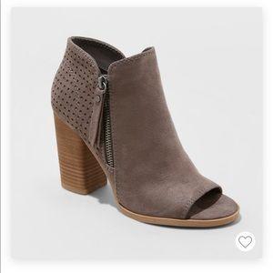 Open toe heeled booties